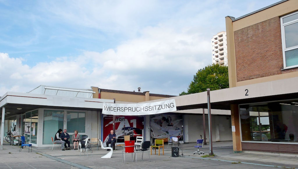 'Widerspruchssitzung' Performance von Martina Geiger-Gerlach - Caroline Intrup | Sprecherin Performerin Sprechtrainerin | Berlin